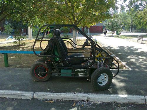 Одноместный кабинороллер (коллектив под руководством Шота Ишхнели) полностью самодельный электромобиль для активной езды